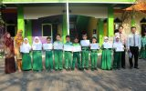 Penyerahan Piagam The Best and The Most Diligent Student of the Month September kelas 3 dan 4 SD Islam Al Azhar 29 BSB Semarang